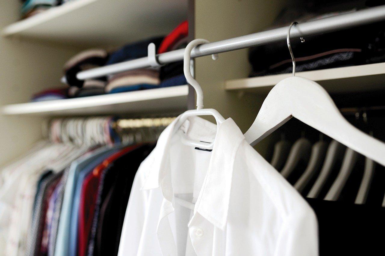 Как привлечь деньги и богатство: 9 популярных примет про одежду