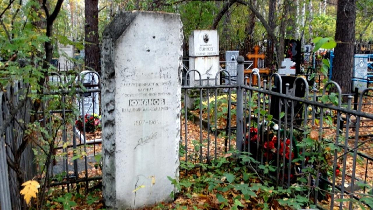 Вандалы разгромили кладбище в Челябинске