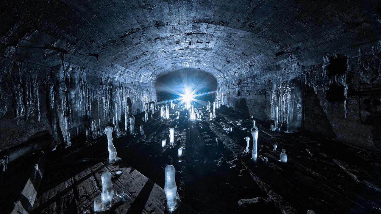 Сталкеры показали зловещую красоту подземного Урала