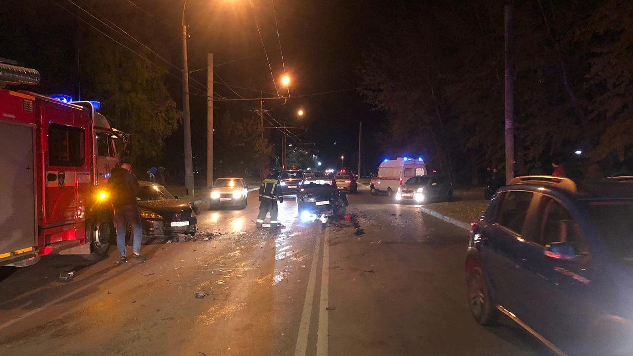 В Челябинске молодой водитель спровоцировал жесткую аварию с двумя пострадавшими
