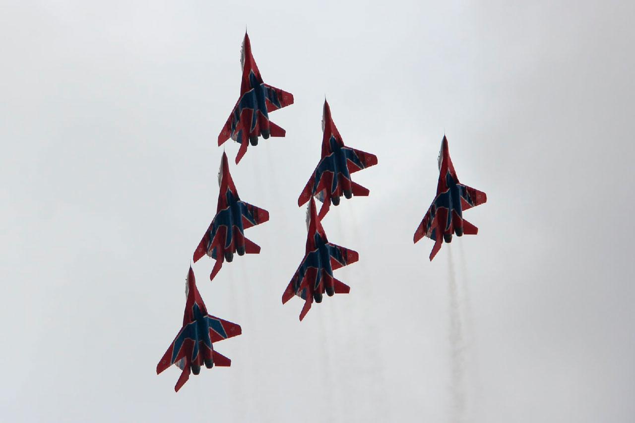 Жители Челябинска засняли воздушное шоу «Стрижей» ФОТО, ВИДЕО