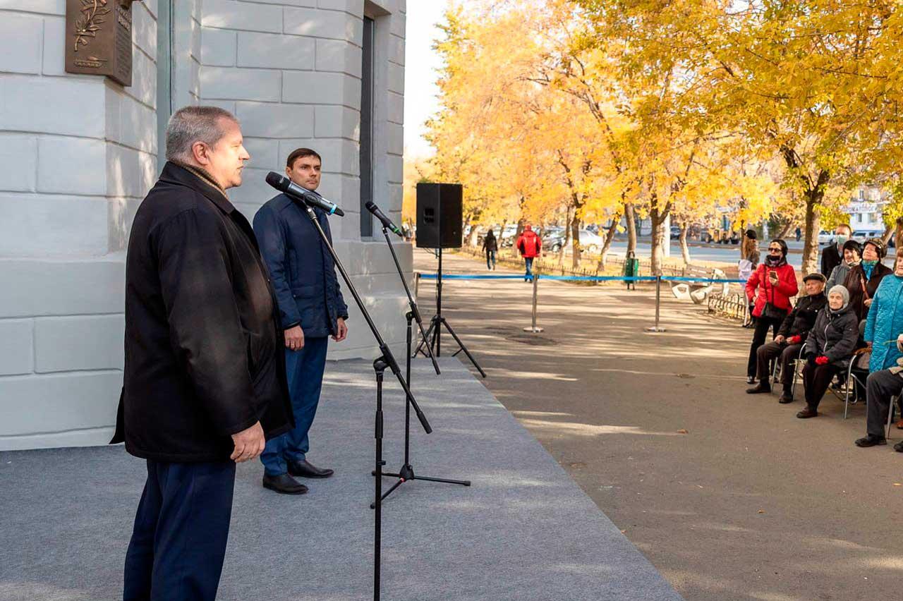 В Челябинске открыли мемориальную доску новатору производства Егору Агаркову
