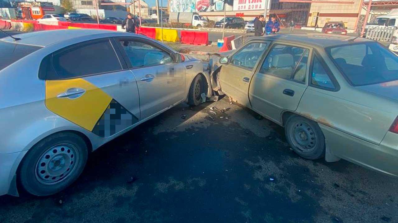 В Челябинске три человека пострадали в ДТП с такси