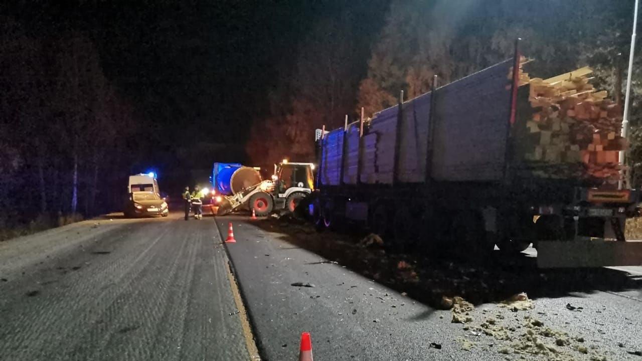 Жуткое ДТП на трассе М5: замес из грузовиков и легковушек