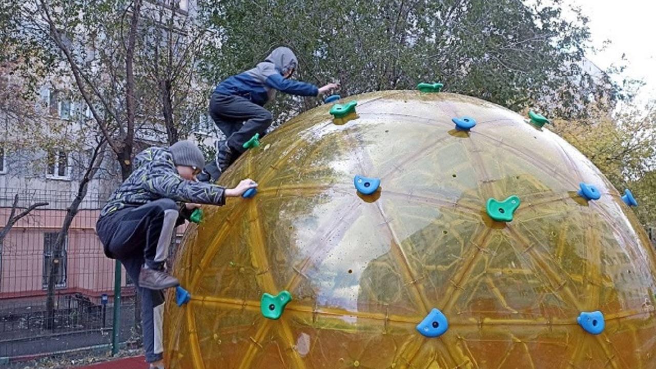 Стильную площадку для детей обустроили в Челябинске