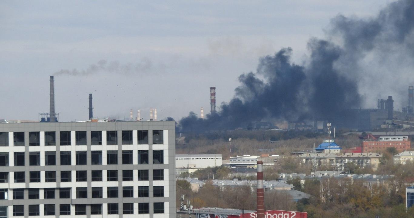 Пожар вспыхнул на территории электрометаллургического комбината в Челябинске