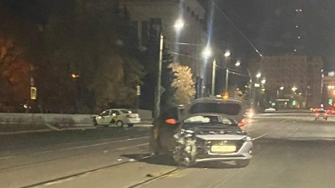 2 человека пострадали в ДТП с участием такси в Челябинске
