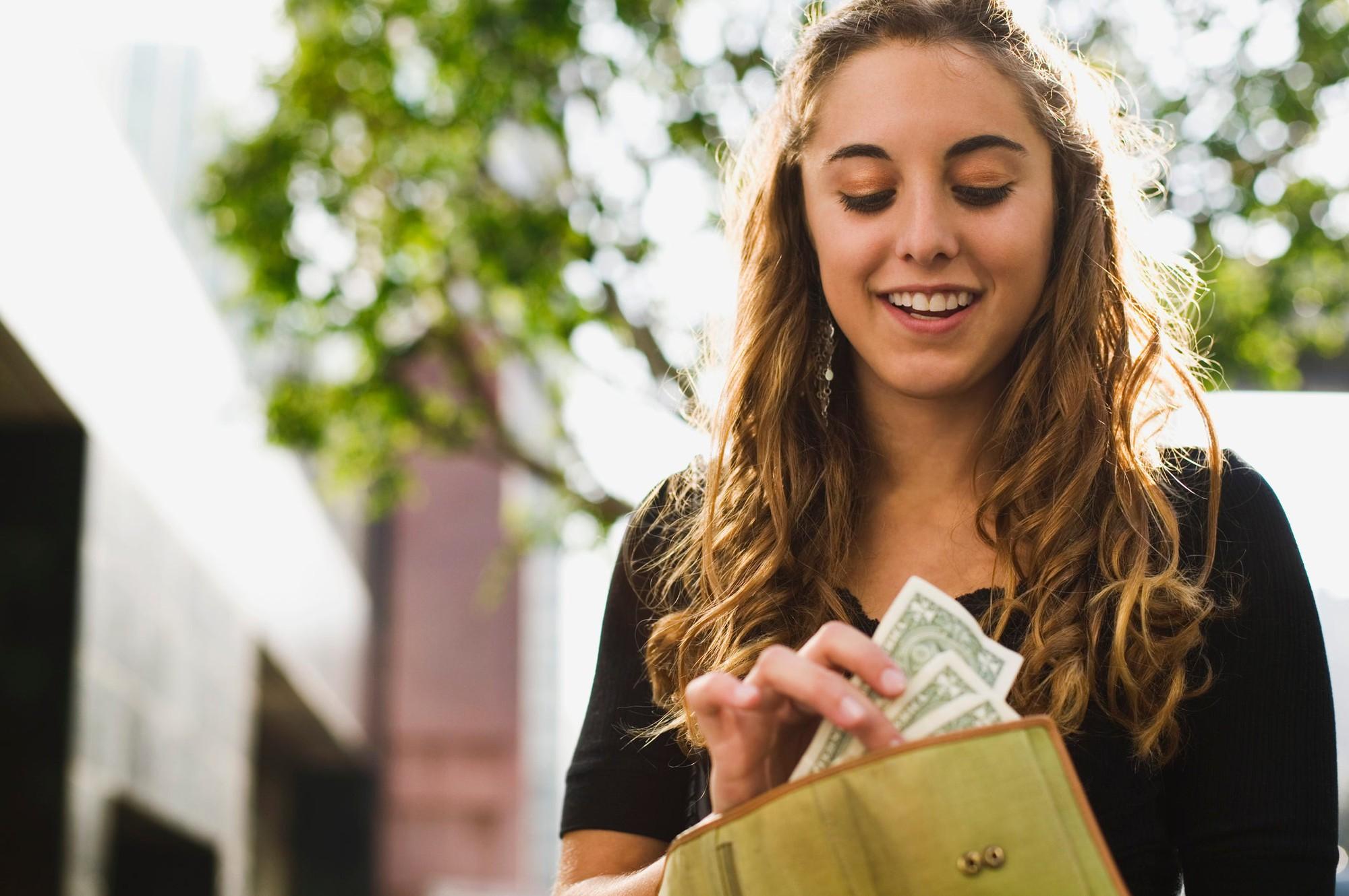Кошелек и его цвет: какие оттенки притягивают деньги и финансовое благополучие