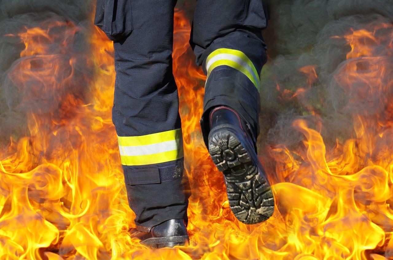 В Челябинске в своей квартире чуть не сгорел мужчина