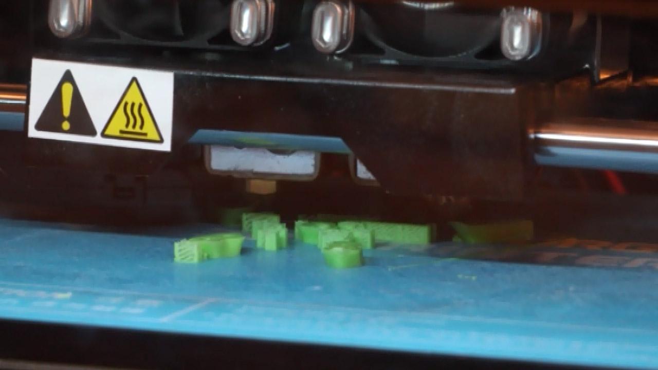 Студент из Челябинска создает из пластиковых отходов проволоку для 3D-принтеров