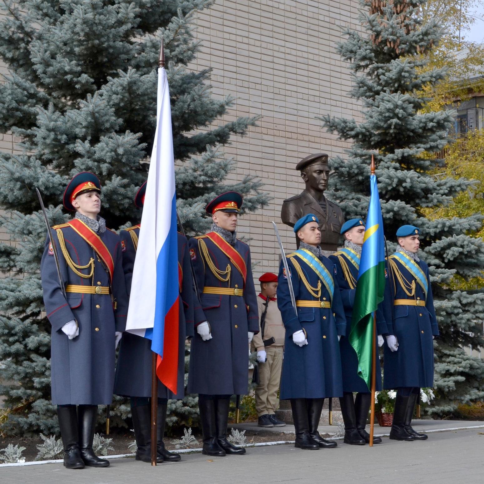 В Челябинске установили памятник герою России Сергею Молодову