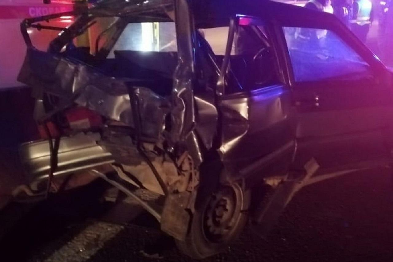 В ДТП под Челябинском попали 3 грузовика и легковой автомобиль, есть пострадавшие