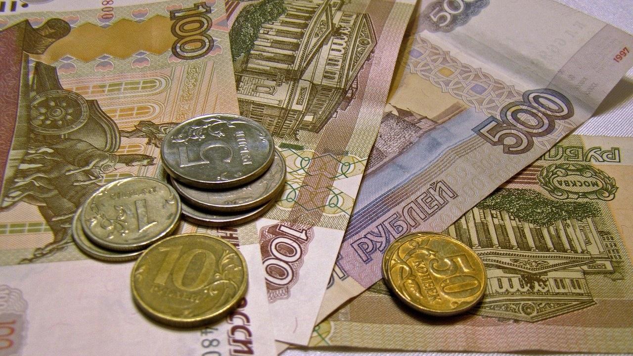Бюджетникам Челябинской области повысят зарплату