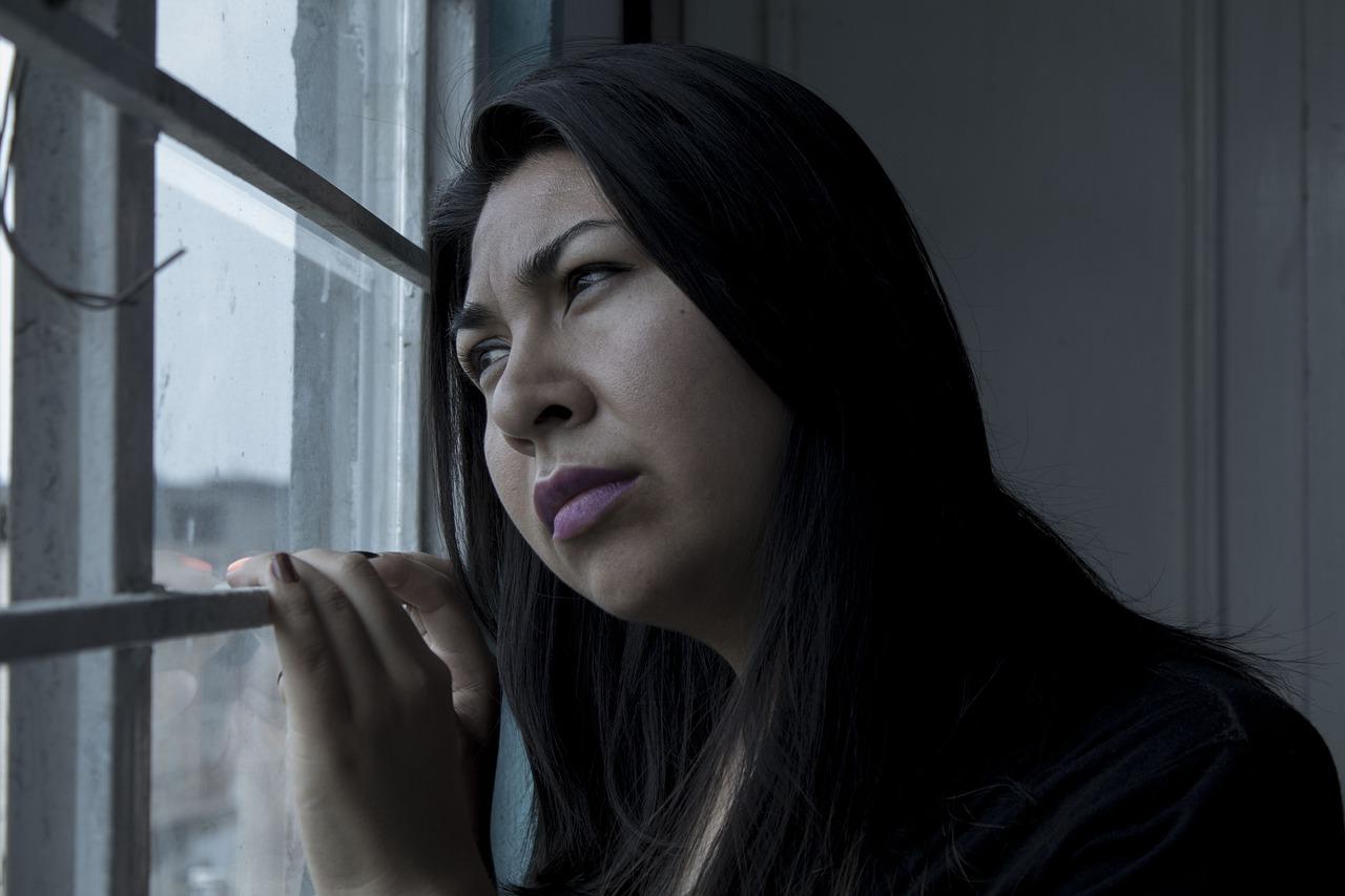 Психологи назвали 5 самых вредных привычек, которые люди могут не замечать