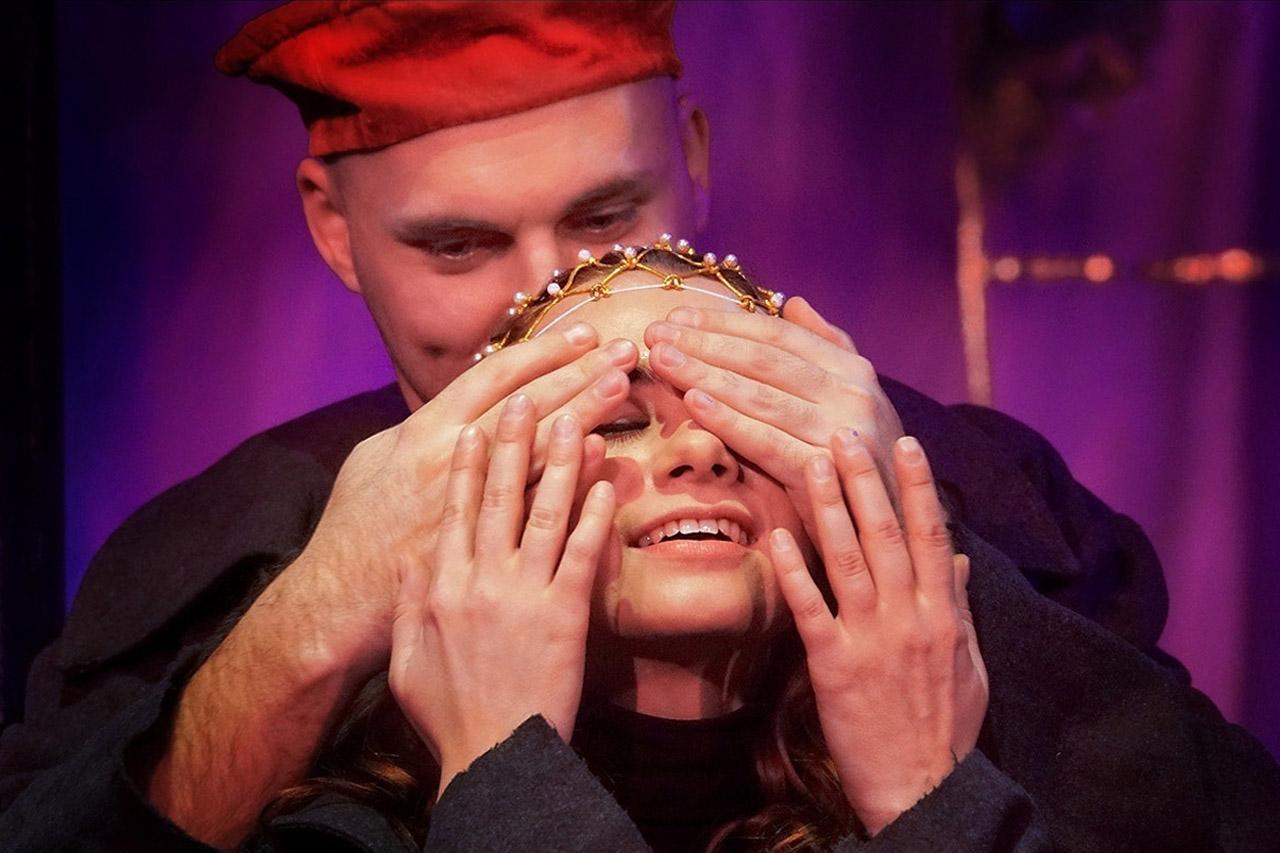 Театр в Челябинске представил спектакль для слепых
