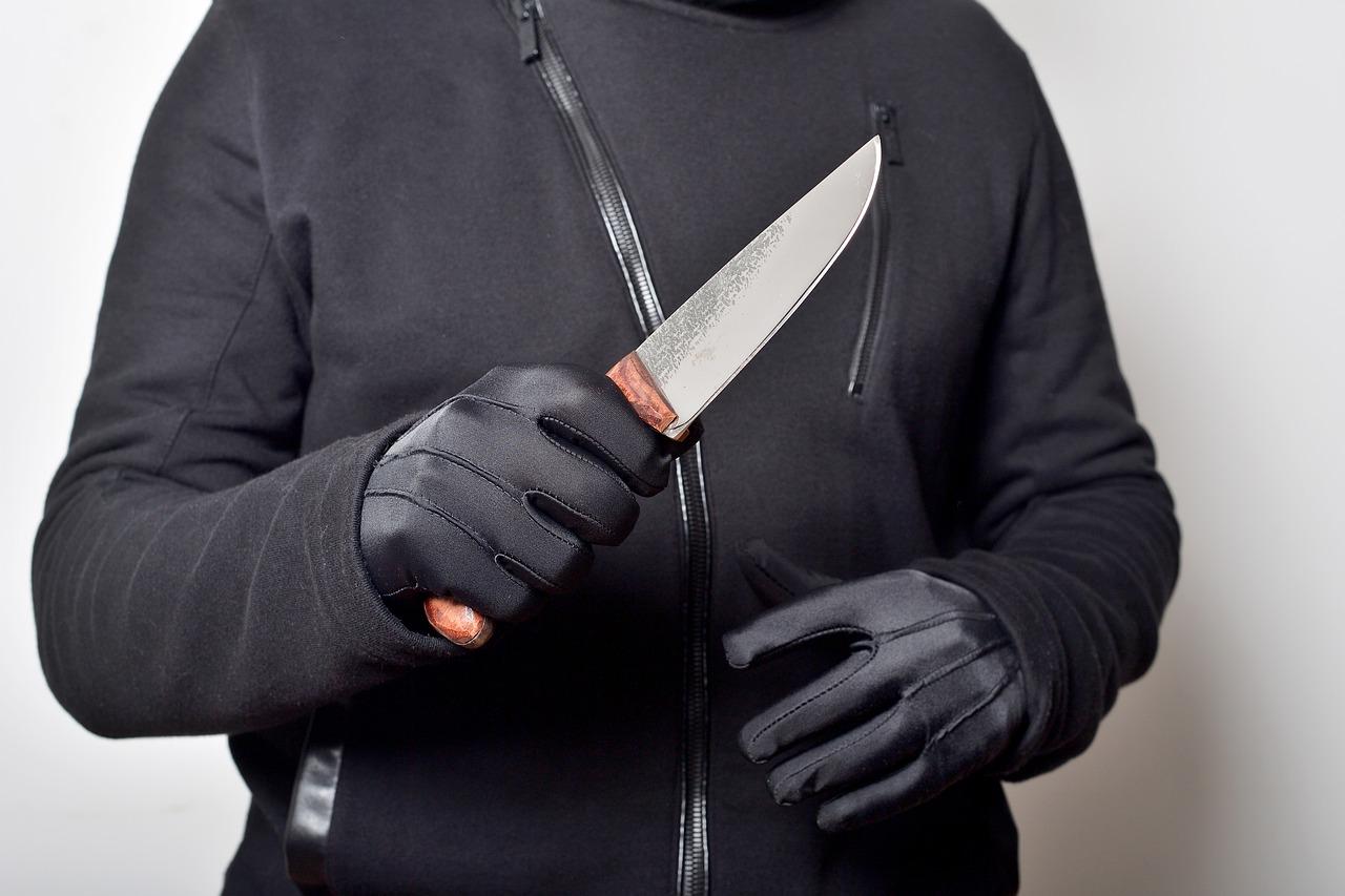 В Челябинске задержали мужчину, который зарезал свою мать после ссоры