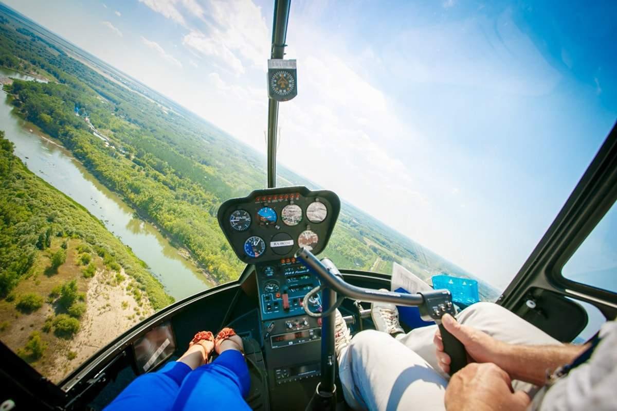 Подарок на день учителя: педагог из южноуральского села полетела на вертолете