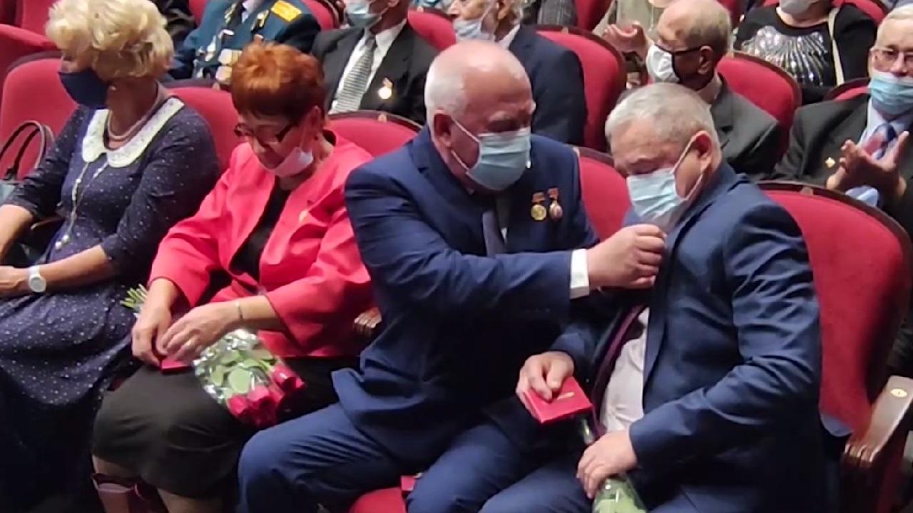 В Магнитогорске в День пожилого человека организовали спектакль